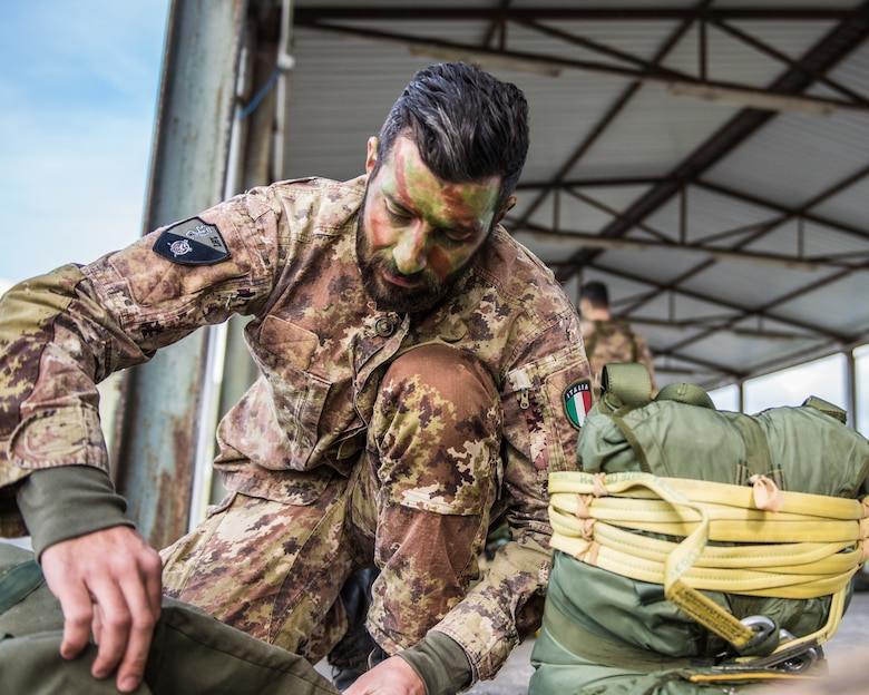 A member of the Italian Folgore, an airborne paratrooper brigade from the Italian Army, prepares to execute an airdrop mission alongside members of the Kentucky Air National Guard's 123rd Airlift Wing in Pisa, Italy, Nov. 7, 2019. The mission was part of Mangusta 19, a bi-lateral exercise designed to promote readiness and interoperability among NATO allies. (U.S. Air National Guard photo by Senior Airman Chloe Ochs)