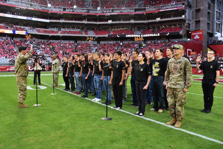 Lt. Col. Scott Morley (left), commander, Phoenix Recruiting Battalion, administers the oath of enlistment to 35 Future Soldiers from the battalion, Nov. 18, State Farm Stadium, Glendale, Ariz. The mass enlistment ceremony took place shortly before a National Football League game between the Arizona Cardinals and Oakland Raiders. (Photo by Alun Thomas, USAREC Public Affairs)