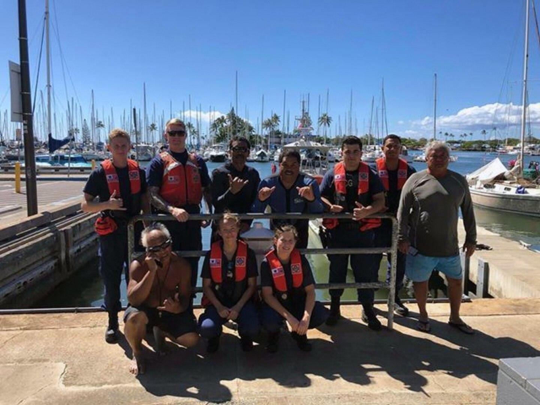 Coast Guard Rescues Three Divers Off Maunaloa Bay
