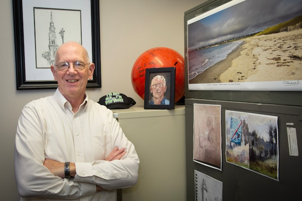 NUWC Division Newport oceanographer relieves life's stresses through art