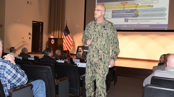 Distribution commander hosts team rally touting new business and network modernization