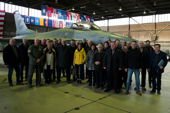 Council members visited Hangar 1 and learned details about the F-16 Fighting Falcon.