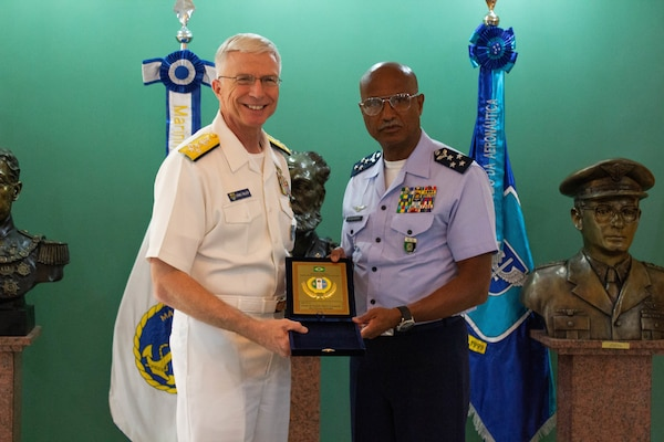 The commander of U.S. Southern Command, Navy Adm. Craig Faller, meets with Brazil's Chief of Defense, Lieutenant-Brigadier Raul Botelho, in Brasília Feb. 11, 2019.