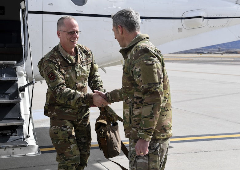 Commander of 58th SOW greets AETC deputy commander.