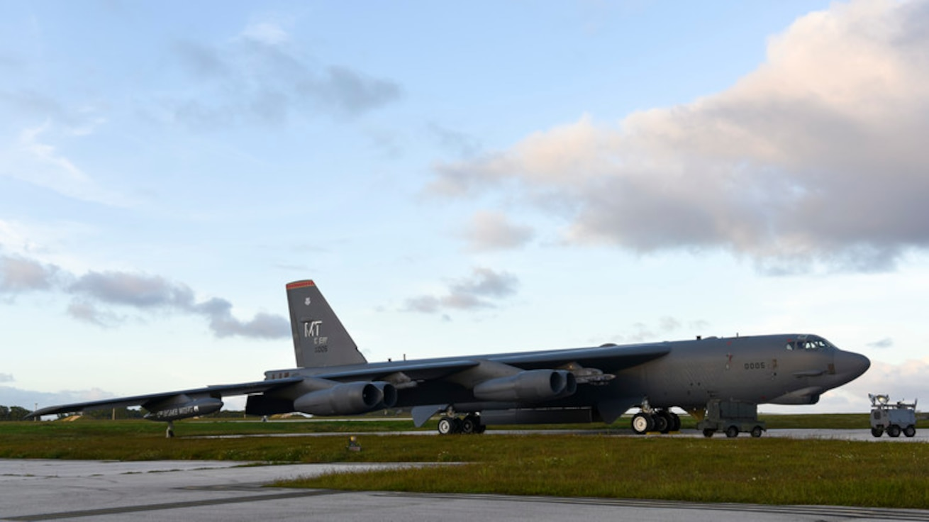 B-52s lead joint training across Hawaiian Islands