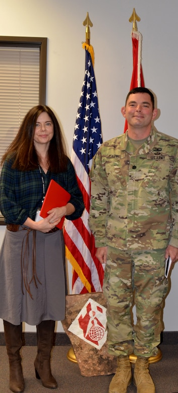 ALBUQUERQUE, N.M. – Albuquerque District commander Lt. Col. Larry Caswell recognizes Linda Dreeland, chief, Environmental and SRM Section, as the District's Supervisor of the Year, Dec. 12, 2018.