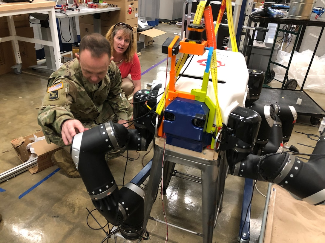75th Innovation Command leader visits Duke Robotics Lab