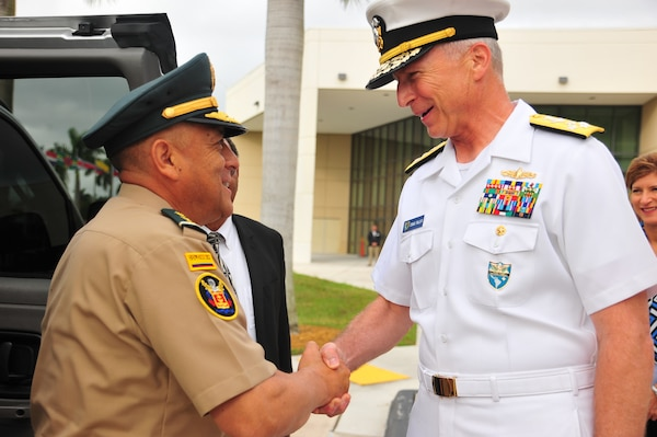 U.S. Navy Adm. Craig Faller, commander of U.S. Southern Command, welcomes Colombian Army Maj. Gen. Luis Navarro Jiménez, Commanding General of the Colombian Military Forces, to SOUTHCOM headquarters.