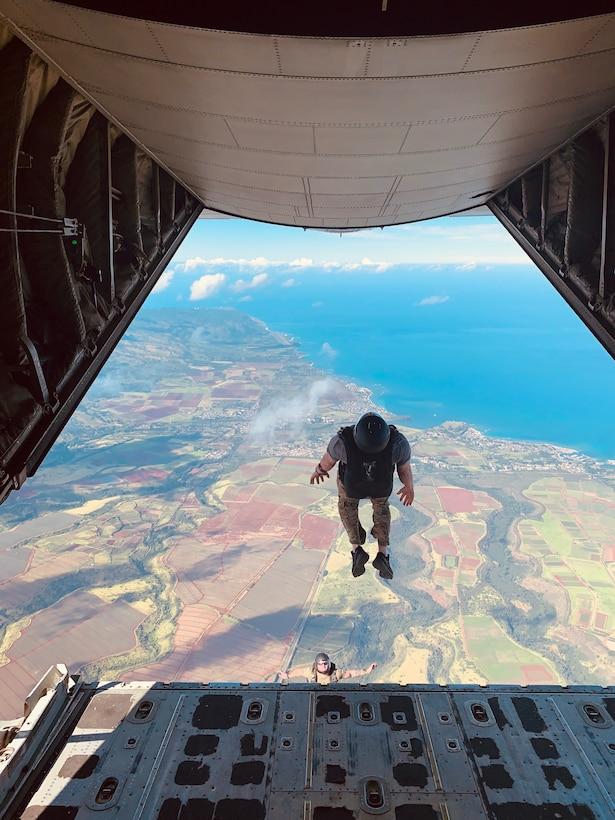 Alaska Air Guardsmen lead Precision Jumpmaster Course in Hawaii.