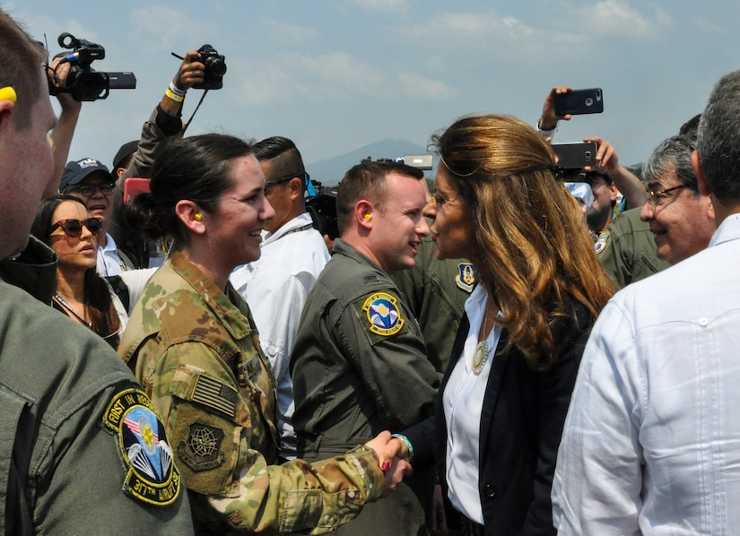 Charleston Reservists deliver humanitarian aid, met by Colombian President, VP