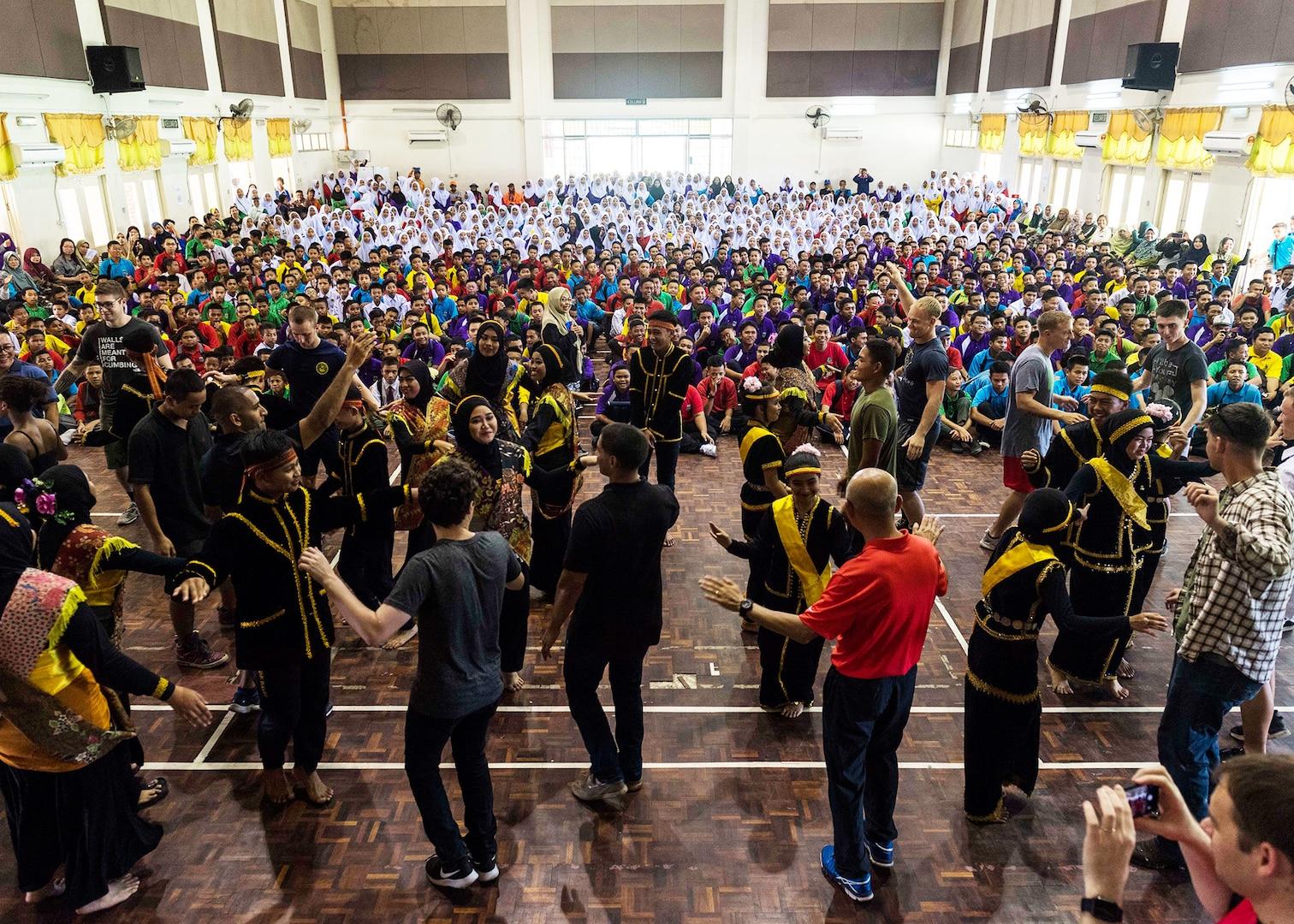 Sailors, Marines Visit Sekolah Menengah Kebangsaan High School, Malaysia