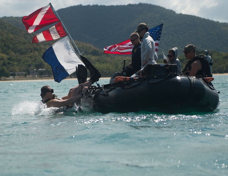 SATTAHIP, Thailand, (Feb. 19, 2019) Sailors assigned to Explosive Ordnance Disposal Mobile Unit (EODMU) 5 and Sailors with Royal Thai Navy EOD, participate in a simulated mine detection evolution during Exercise Cobra Gold 2019 in Thailand.