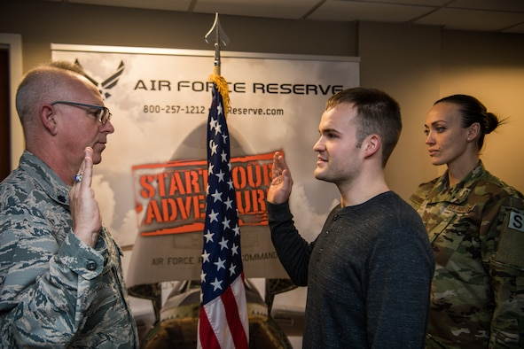 932nd Airlift Wing Citizen Airmen is the last enlistment for 2018 for the Gateway Wing.