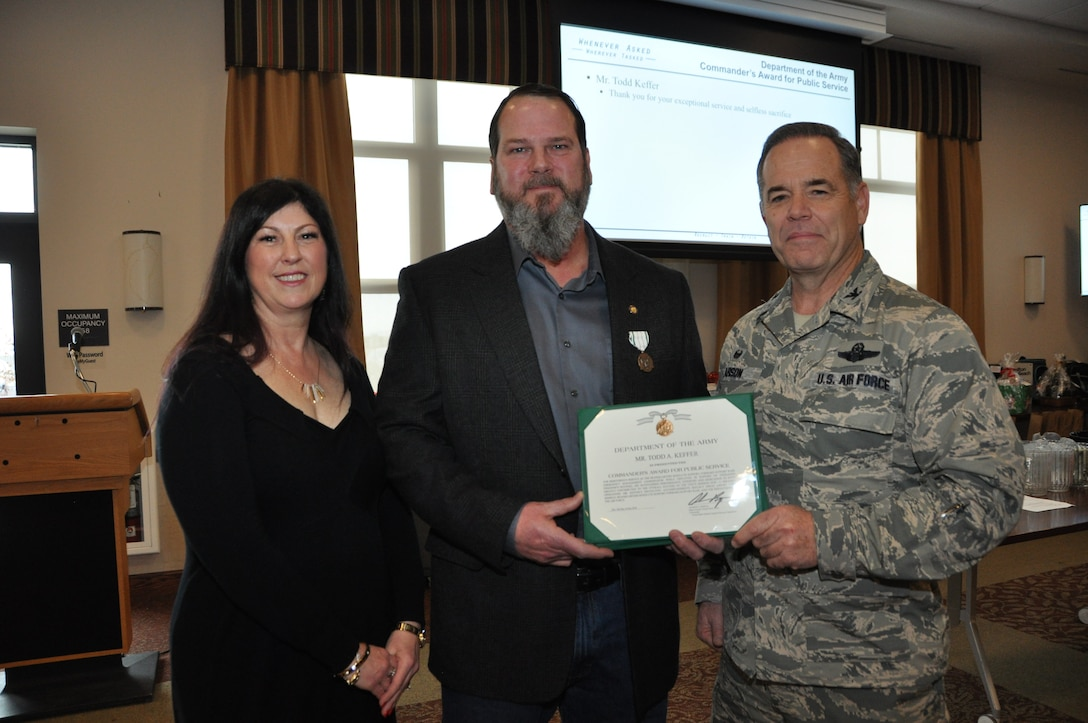 Air Force emergency manager presented with Army award
