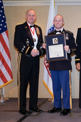 ILLINOIS NATIONAL GUARD SOLDIERS RECOGNIZED AS REGION'S BEST RECRUITERS