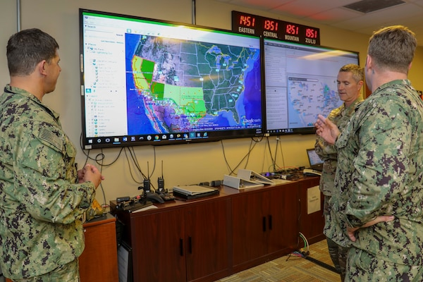 Army Command Sgt. Maj. Paul Biggs, Senior Enlisted Leader for Futures and Concepts Center, a subordinate organization of Army Futures Command in Austin, TX., is briefed by Navy Chief Damage Controlman Benjamin Allen on the Common Operational Picture (COP), a system that allows shared situational understanding between Joint Task Force Civil Support (JTF-CS) and partner organizations. Futures and Concepts Center is located at Army Training and Doctrine Command, also headquartered at Fort Eustis and adjacent to JTF-CS. The visit was held to foster friendship and teamwork between the military neighbors. (Official DoD photo by Navy Petty Officer Third Class Michael Redd/released)