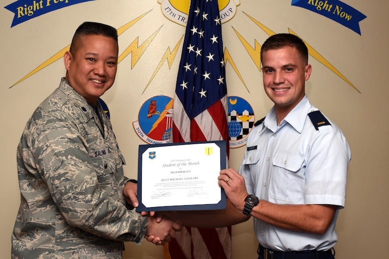 U.S. Air Force Col. Abraham Salomon, 17th Training Group deputy commander, presents the 315th Training Squadron Officer Student of the Month award to 2nd Lt. Michael Goolsby, 315th TRS student at Brandenburg Hall on Goodfellow Air Force Base, Texas, Jan. 4, 2019. The 315th TRS's vision is to develop combat-ready intelligence, surveillance and reconnaissance professionals and promote an innovative squadron culture and identity unmatched across the U.S. Air Force. (U.S. Air Force photo by Airman 1st Class Zachary Chapman/Released)