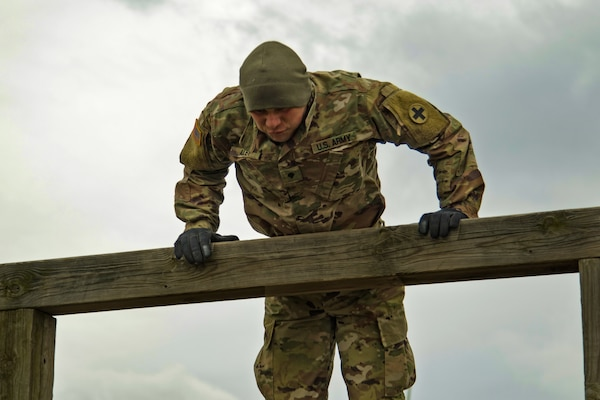 Algonquin, Normal Soldiers claim Best Warrior titles [Image 1 of 4]