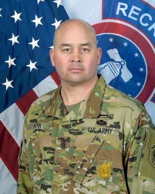 Command photo for 1st Recruiting Brigade Command Sergeant Major Matthew E. Kunk