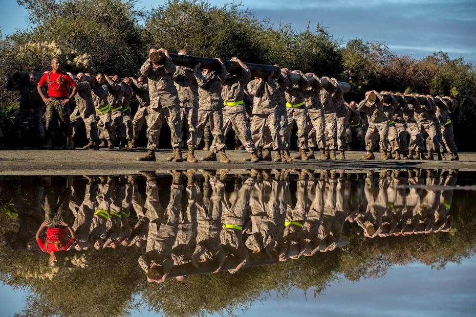 Recruits with Charlie Company, 1st Recruit Training Battalion, carry a log during a log drill exercise at Marine Corps Recruit Depot San Diego, Jan. 7.