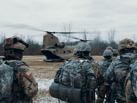 Soldiers assigned to Charlie Troop, 2nd Squadron, 101st Cavalry Regiment, New York Army National Guard from Buffalo, await to hot-load onto a CH-47 Chinook from Bravo Company, 3rd Battalion, 126th Aviation Regiment, NYARNG from Rochester, at the National Guard training site in Youngstown, N.Y., Jan. 12, 2019.