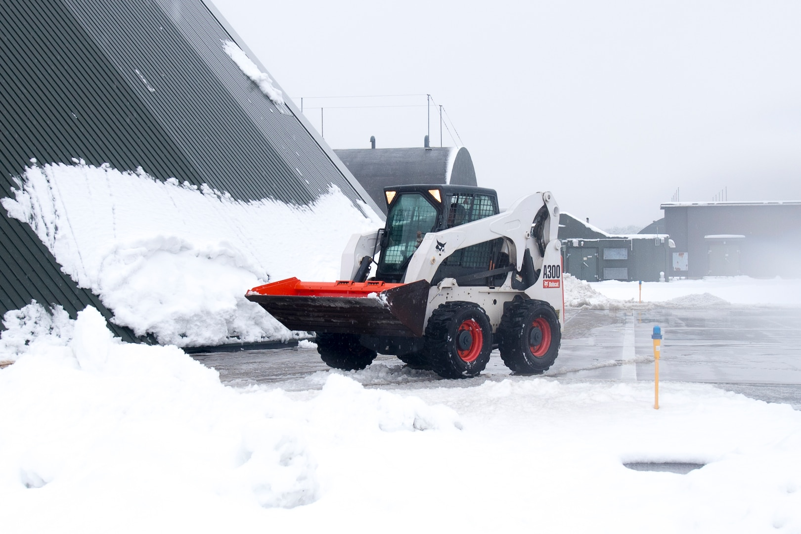 Engineers, Airfield Managers Fight Snowy Weather, Keep Misawa Runway Open