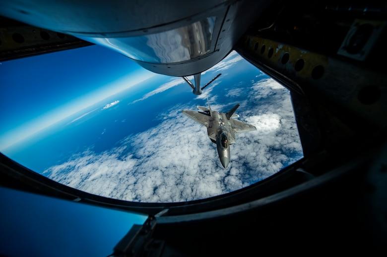 F-22 Raptor aerial refueling
