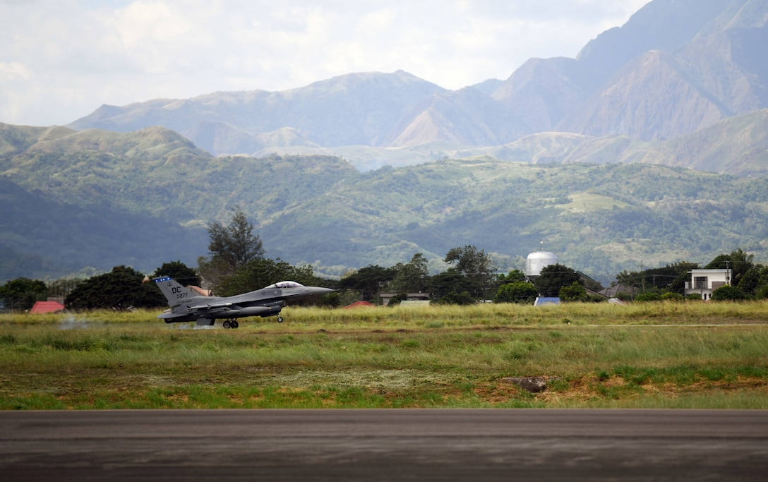 A U.S Air Force F-16 Fighting Falcon deployed from Kunsan Air Base, Korea, lands to kickoff the Bilateral Air Contingent Exchange-Philippines (BACE-P) at Cesar Basa Air Base, Philippines, Jan.18, 2019.