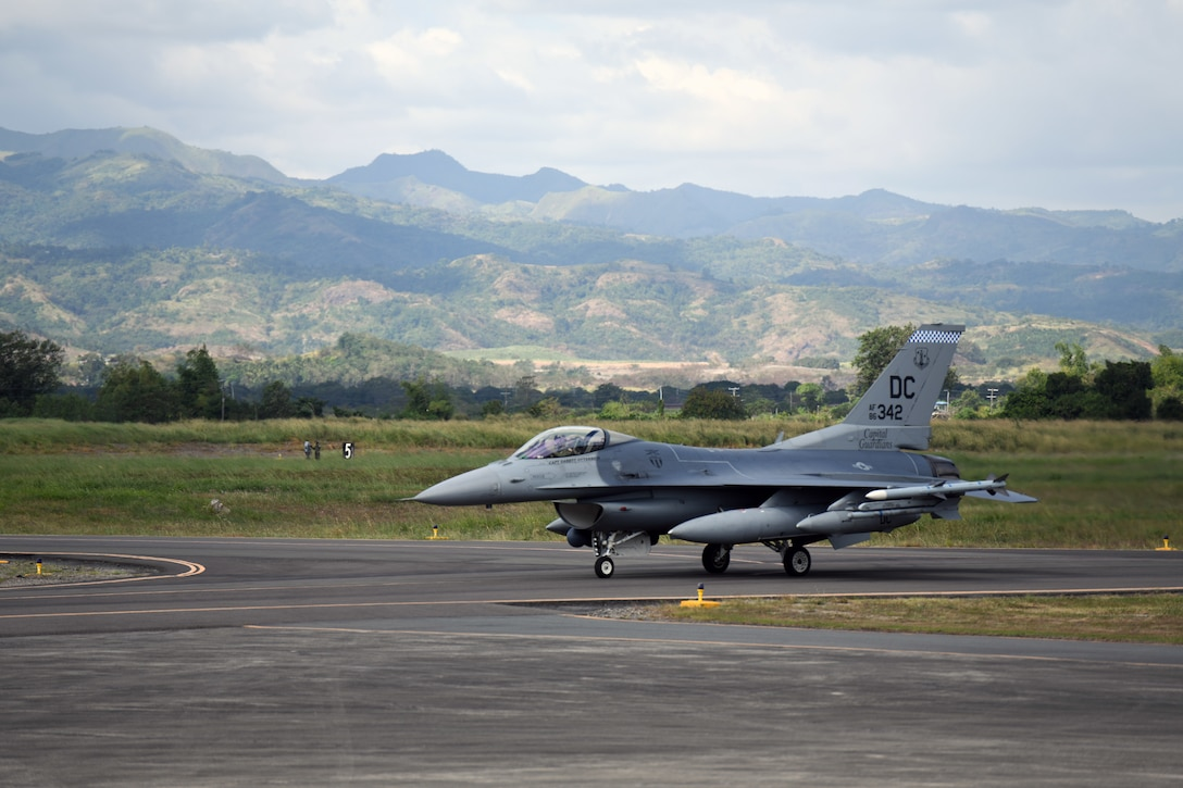 A U.S Air Force F-16 Fighting Falcon deployed from Kunsan Air Base, Korea, taxis on the flightline to kickoff the Bilateral Air Contingent Exchange-Philippines (BACE-P) at Cesar Basa Air Base, Philippines, Jan.18, 2019.