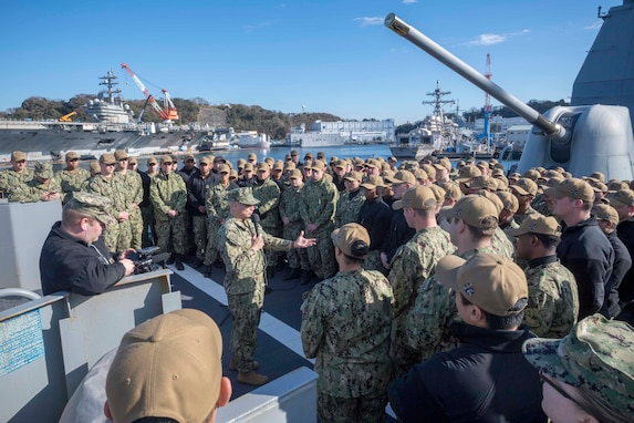 Master Chief Petty Officer of the Navy Initiates Conversation with Sailors Aboard USS Antietam