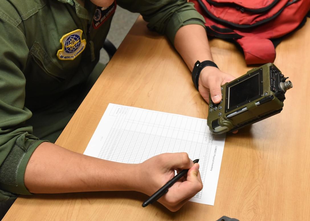Airmen checks out SKL