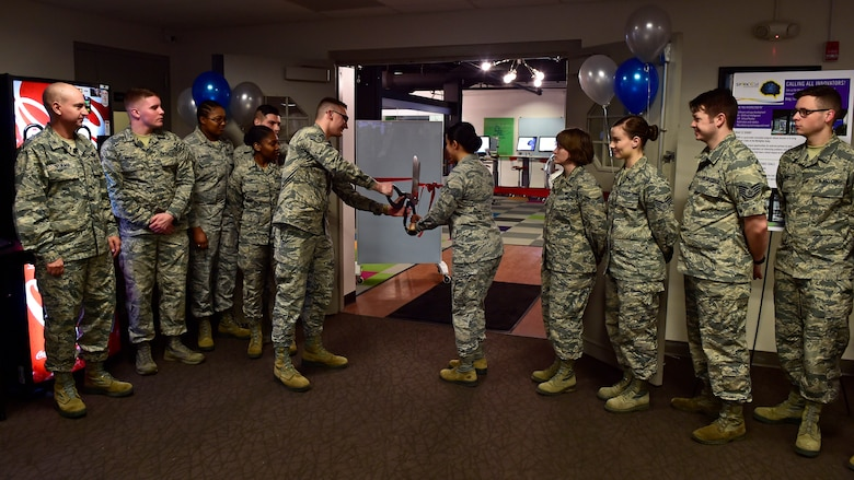 SparkX Cell Innovation Center hosts grand opening