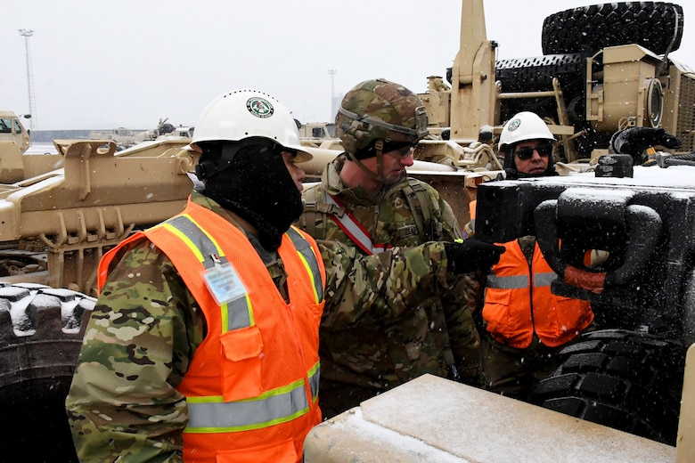 Reserve Soldiers use civilian skills to support Military Surface Deployment and Distribution Command mission