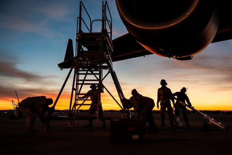 Hawaii Air National Guard Airmen from the 154th Aircraft Maintenance Squadron service a C-17 Globemaster III
