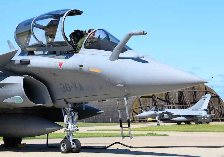 A French Air Force pilot prepares a Rafale for takeoff during exercise Point Blank 19-2 at Royal Air Force Lakenheath, England, June 17, 2019. During this trilateral exercise, participating air forces are enhancing professional relationships and improving overall coordination with allies and partner militaries during times of crisis. (U.S. Air Force photo by Staff Sgt. Alex Fox Echols III/Released)
