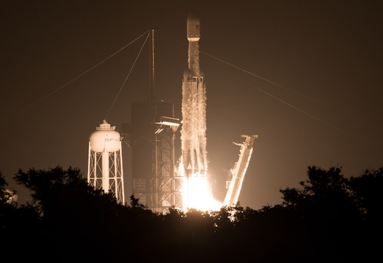 PHOTO DETAILS  /   DOWNLOAD HI-RES 1 of 1    A SpaceX Falcon Heavy rocket carrying 24 satellites as part of the Department of Defense's Space Test Program-2 mission launches from Launch Complex 39A at NASA's Kennedy Space Center, Fla., June 25, 2019. The satellites include two AFRL technology and science payloads. (NASA photo by Joel Kowsky)