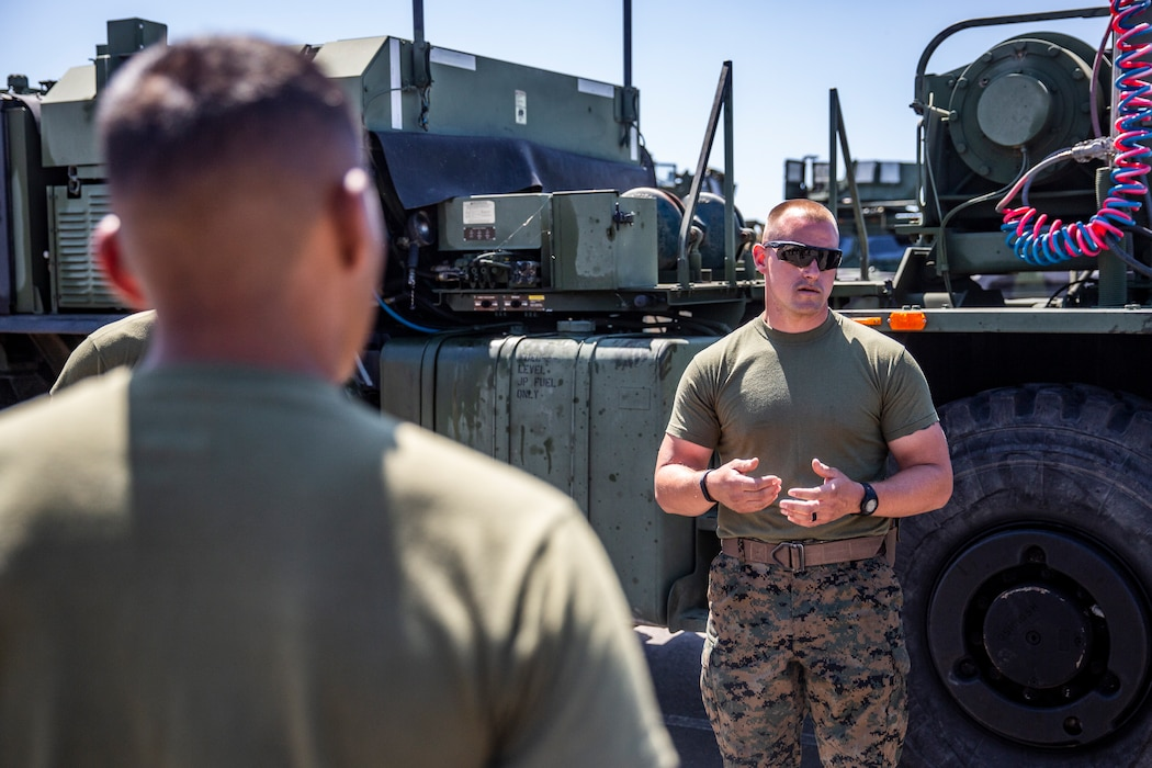 MWSS-372 Marines perform vehicle licensing course
