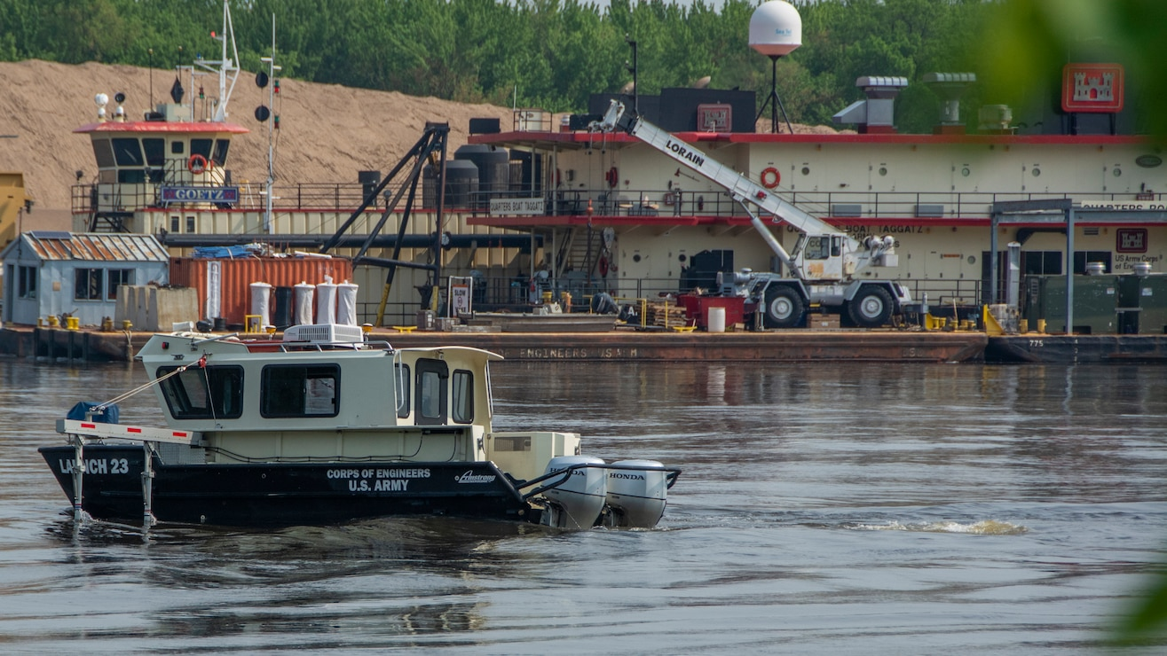 Survey boat in front of dredge Goetz