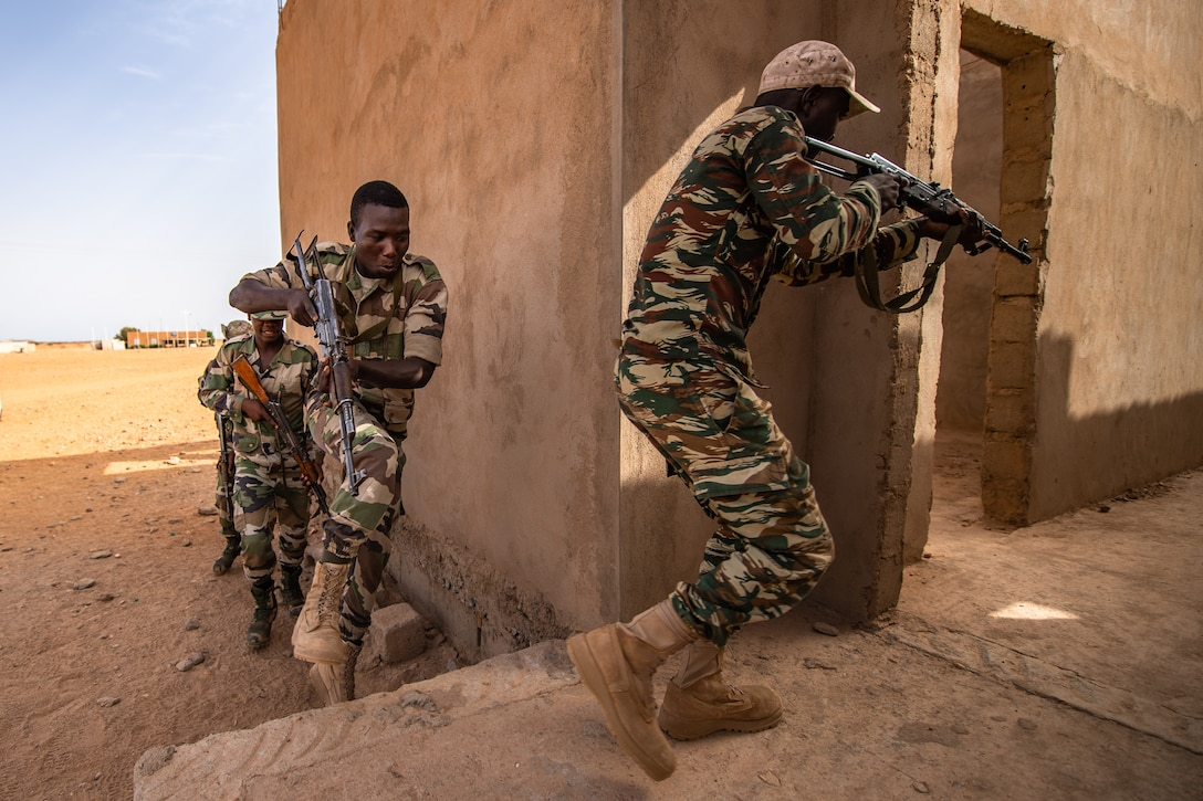 Niger Armed Forces (French language: Forces Armées Nigeriennes) members run into a building during a training exercise with the 409th Expeditionary Security Forces Squadron air advisors at the FAN compound on Nigerien Air Base 201 in Agadez, Niger, July 10, 2019. The air advisors taught them how to efficiently clear a building while keeping their comrades safe. (U.S. Air Force photo by Staff Sgt. Devin Boyer)