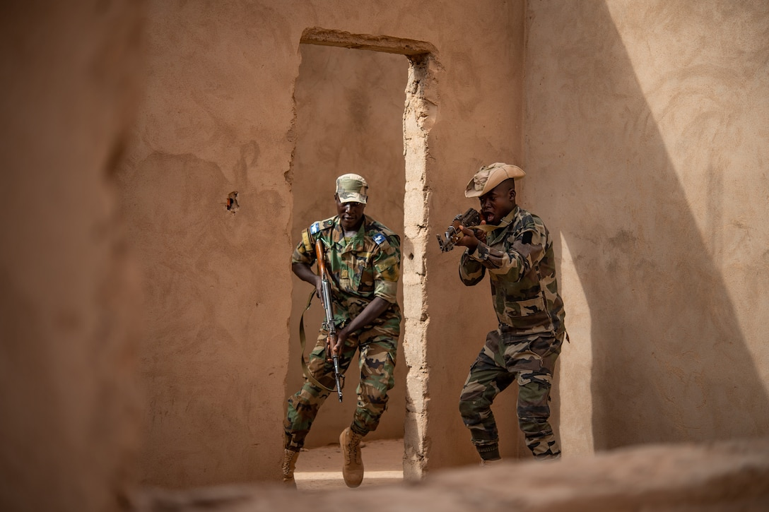 Niger Armed Forces (French language: Forces Armées Nigeriennes) members clear a room during a training exercise with the 409th Expeditionary Security Forces Squadron air advisors at the FAN compound on Nigerien Air Base 201 in Agadez, Niger, July 10, 2019. The training is one of many ways the security forces airmen integrate with FAN members and it helps improve interoperability. (U.S. Air Force photo by Staff Sgt. Devin Boyer)