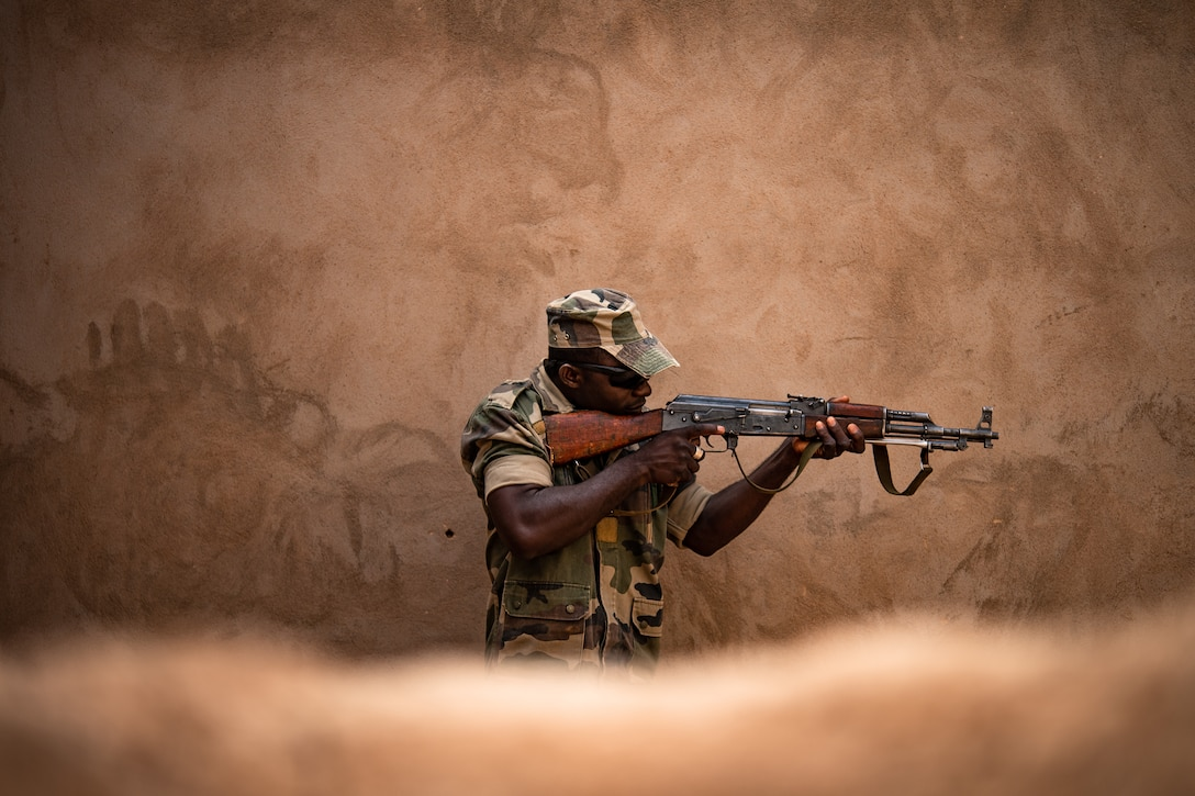 A Niger Armed Forces (French language: Forces Armées Nigeriennes) member clears a room during a training exercise with the 409th Expeditionary Security Forces Squadron air advisors at the FAN compound on Nigerien Air Base 201 in Agadez, Niger, July 10, 2019. The air advisors taught them how to efficiently clear a building while keeping their comrades safe. (U.S. Air Force photo by Staff Sgt. Devin Boyer)
