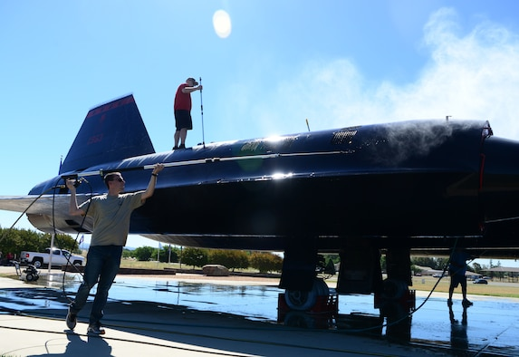 Airmen and former maintainers wash SR-71 Blackbird