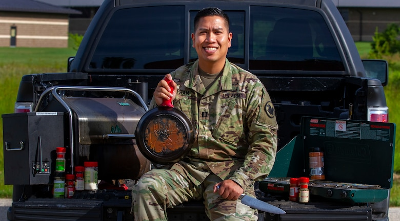 Captain shares love of cooking with fellow Soldiers during public affairs training