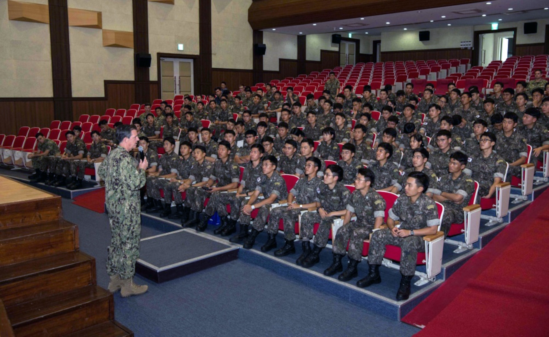 Naval Forces Korea Welcomes Korean Midshipmen to CNFK