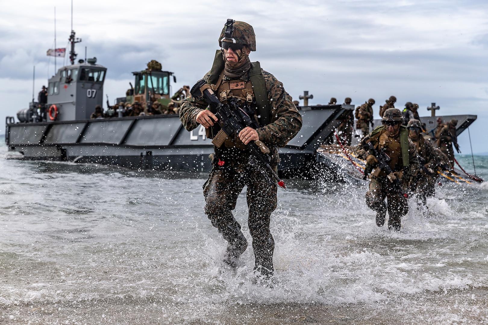 U.S. Marines Complete Simulated Combined Amphibious Assault, Reconnaissance Raid in Bowen, Australia