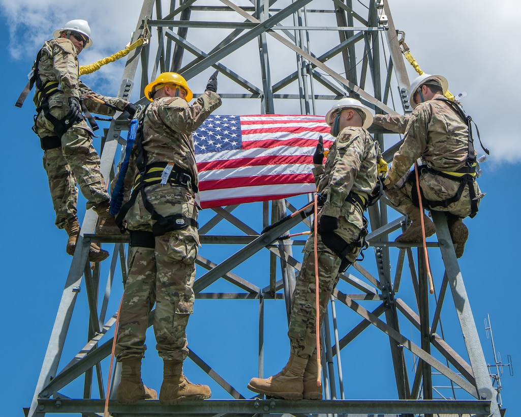 Cable antenna craftsman re-enlists into the Oklahoma Air National Guard