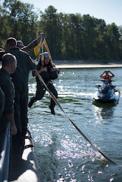 142nd FW Fighter Pilots participate in water survival training
