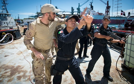 A member of the Canadian Naval Tactical Operations Group provides Mexican Navy personnel with techniques on how to secure the perimeter of a vessel.