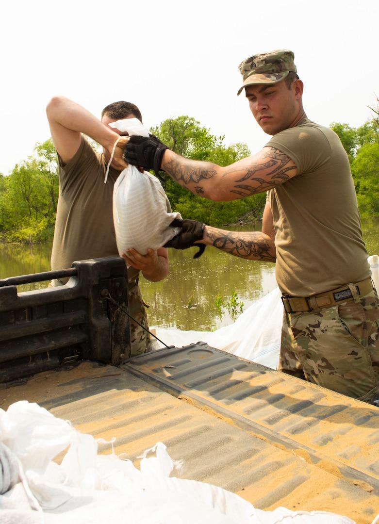2nd Battalion, 123rd Field Artillery Regiment Soldiers construct sandbag structure along Winchester levee system