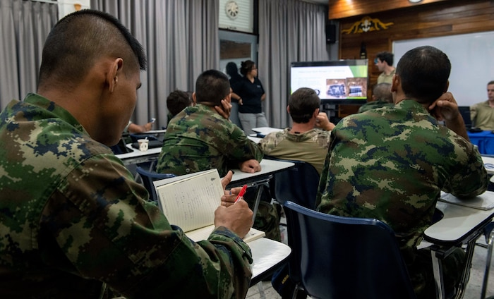 US Navy, Royal Thai Navy Explosive Ordnance Disposal Technicians Exchange Knowledge during CARAT 2019